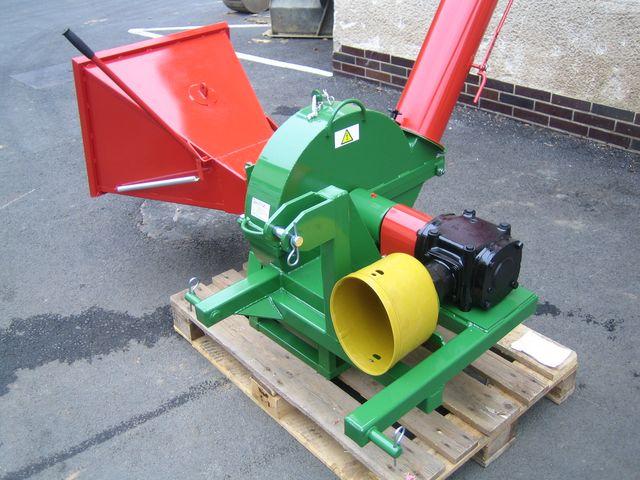Drtič větví PIRANA za traktor + vlečka sleva 5 %